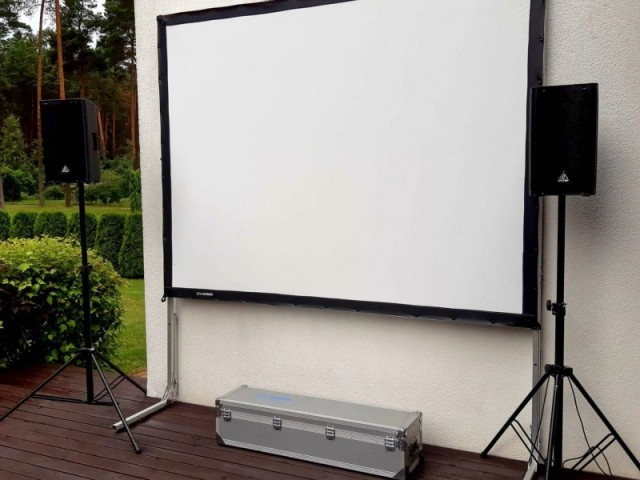 liels videoprojektora ekrans 1825 m 24z